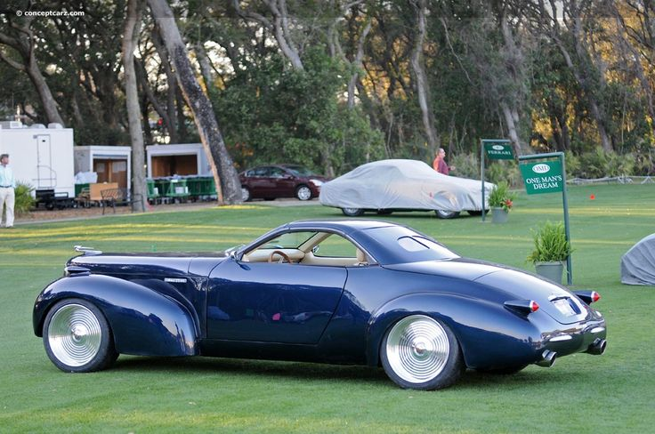 1939 Caddilac Lasalle - look at those beautiful curves and design lines.  VERY Art deco - which I LOVE !