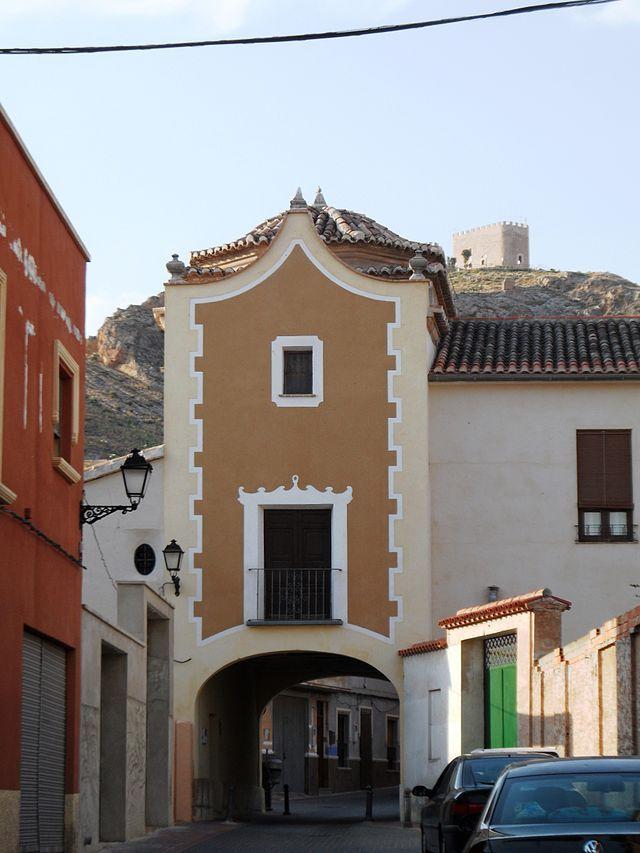 Jumilla. Puerta de Granada y castillo