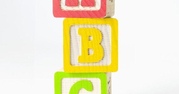 """Cómo identificar las vocales largas y cortas. Los sonidos de las vocales del alfabeto inglés están divididos en dos categorías: largos y cortos. A veces, los lingüistas se refieren a las vocales cortas y largas como vocales """"relajadas"""" y """"tensas"""" respectivamente. Los programas de lenguas pensados para los niños pequeños que están aprendiendo a leer o para quienes estudian inglés como lengua ..."""