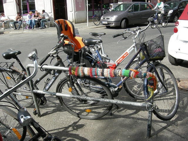 BIKE YARNBOMB WILL TRAVEL