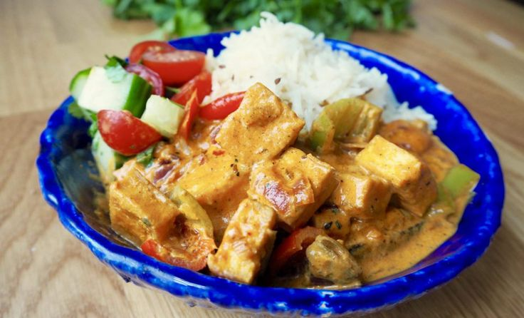 Malai means cream in Hindi and is mostly used in North India in cream-based curries. Fried tofu and bell pepper in a comforting aromatic gravy made with whole spices and vegan cream. THE comforting…