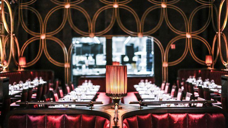 """Hohoffs 800 Grad – ein Steakrestaurant, das viel mehr ist als Essen und Trinken: Ein Besuch im """"The Golden Cage"""" in Hagen ist eine Zeitreise in das New York der Roaring Twenties und Thirties. Diese Epoche steht gleichzeitig für Industrialisierung und Eleganz, die sich etwa in den Meisterwerke des Art déco ausdrückt. www.schnieder.com"""