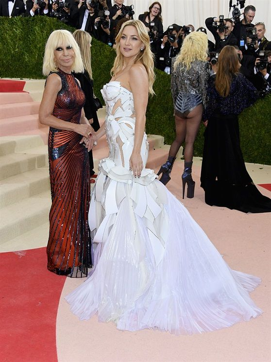 Donatella Versace e Kate Hudson