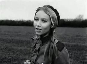 Pola Raksa singing Piosenka Marusi.