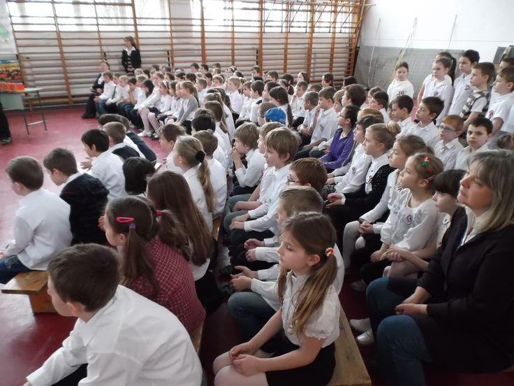 Március 15-i műsor a Pomázi Mátyás Király Általános Iskolában.