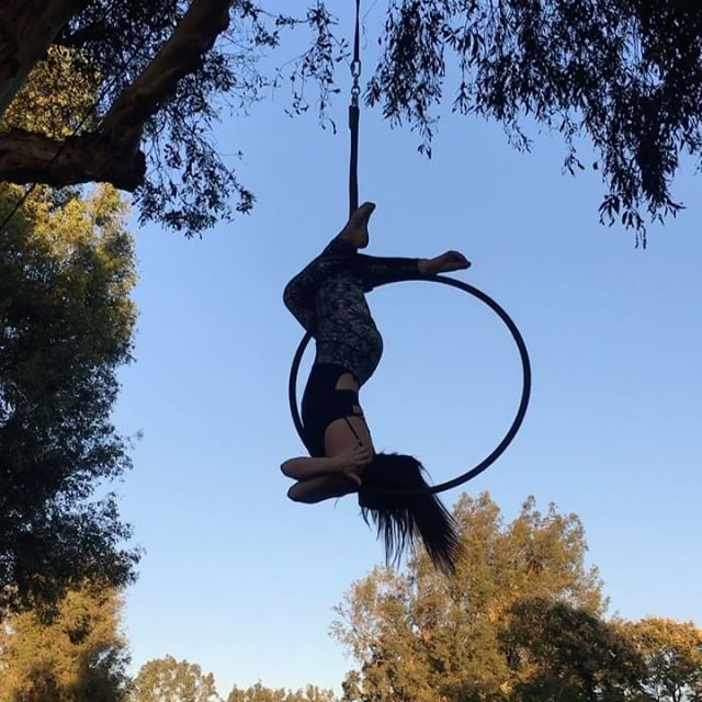 Felt so good to be outside & in the air today Inspired by the lovely @nichoel.ann ✨ #aerialistsoutdoors