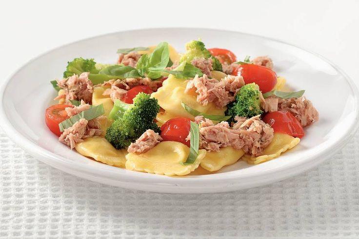 Kijk wat een lekker recept ik heb gevonden op Allerhande! Ravioli met broccoli en tonijn