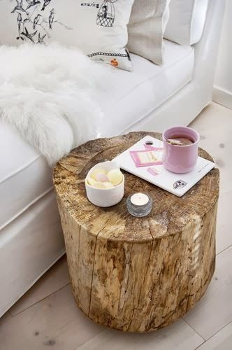 Tree Stump Table......hmmmm, would be nice to do this with tree stumps from out on my Papa's land that I love so much. <3