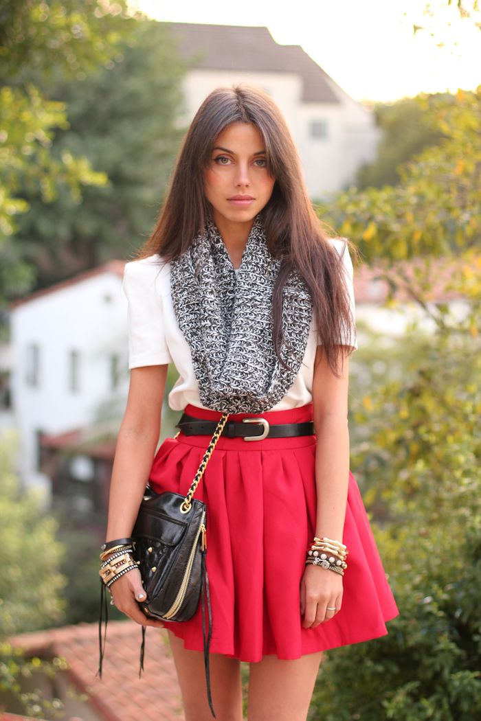 i love that red skirt! ... and that belt.... and that scarf... and the simplicity of that white tee... Perfection! ;)