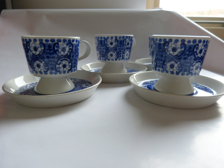 Cups and saucers designed bij Raija Uosikkinen
