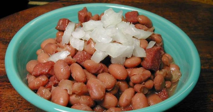 Southern Pinto Beans... simple and delicious.... a favorite on the menu at Cracker Barrel... it's a staple in many Southern kitchens...