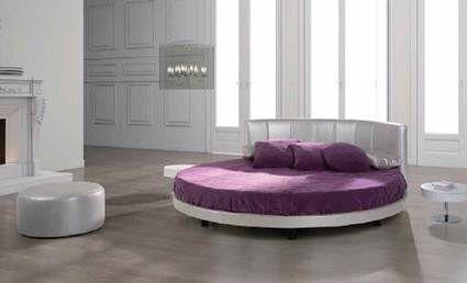 Camas redondas en un dormitorio