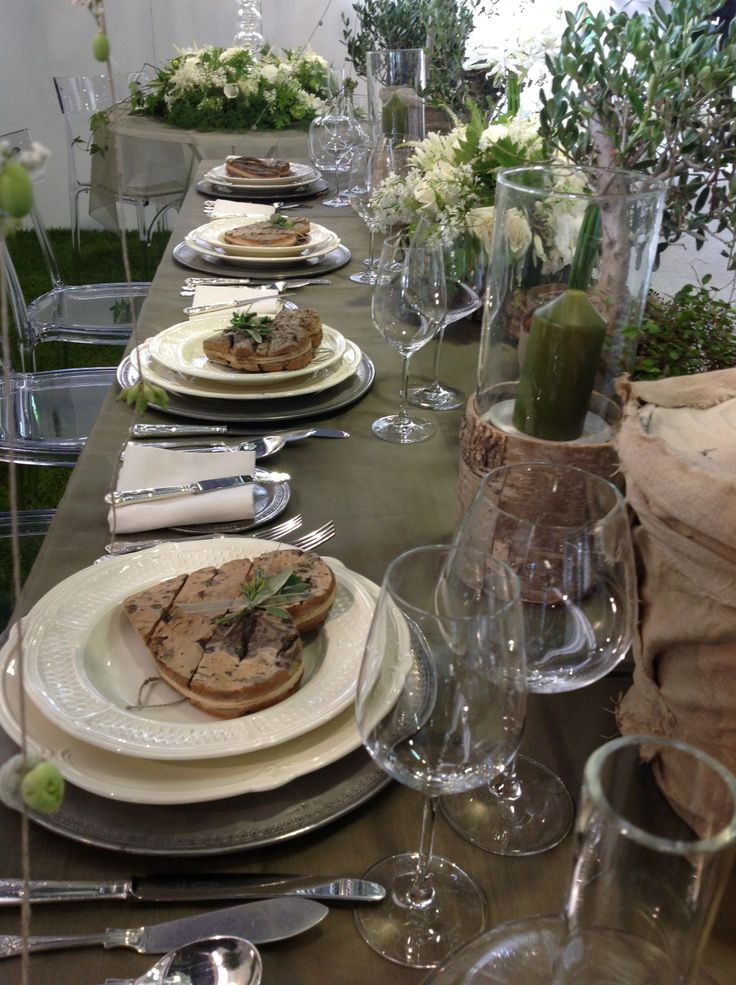 Blending fresh wedding white with a Mediterranean theme.