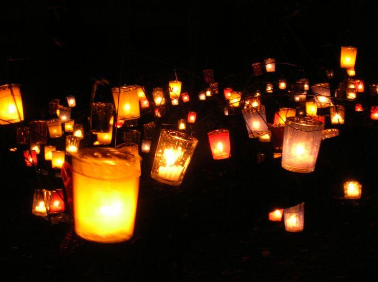Gue pengen disekeliling tempat kita ngedate itu dipenuhi lilin-lilin kecil. Dari area kita jalan sampe sekeliling meja kita dihiasi sama lilin-lilin. Ga perlu cahaya yang terang benderang, cukup cahaya lilin aja. #PasanganSehati