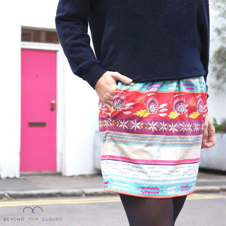 Perfect fall outfit with this Wild mini skirt from Beyond Your Clouds. For the office, for your brunch and parties, this multicolour skirt can be paired with red, blue, green, beige, off-white, yellow tops... So much choice!!!   www.beyondyourclouds.com  Get more cotton or wool autumn, winter, spring and summer skirts on www.beyondyourclouds.com