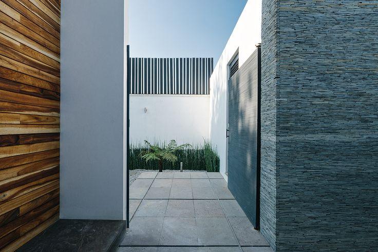 Casa Nochebuena   Dionne Arquitectos   #Detail #Textures #Garden