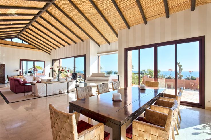 A Truly Unique Frontline Beach Apartment situated on The New Golden Mile, Estepona for €3.500.000