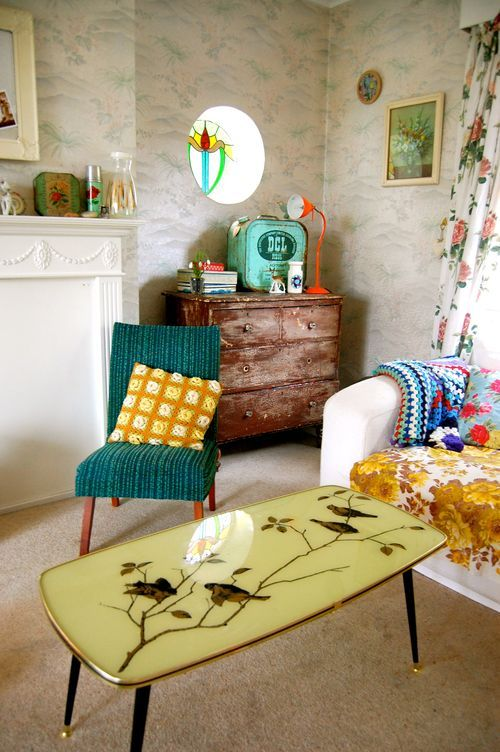 Love the vintage Grandmother-y feel, yet, still feels artistically modern. Teal/turquoise and goldenrod.