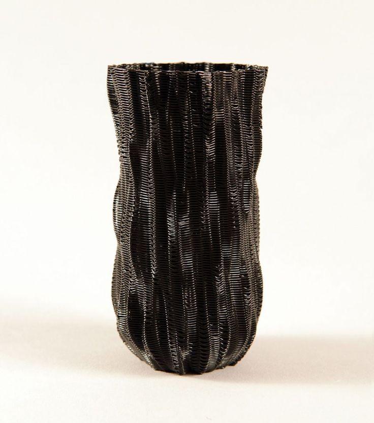 Drawing in 3D Using Fused Deposition Modeling with Artist David Lobser http://3dprint.com/19943/david-lobser-3d-printed-vessel/