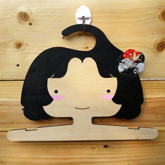 Suspensión de madera princesa de dibujos animados