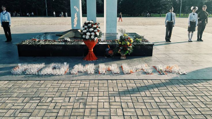 "https://www.instagram.com/katia_27tiurina/  Акция ""Свеча Памяти"" прошла сегодня на Мемориальном комплексе Комсомольска-на-Амуре.  Фото / instagram.com/katia_27tiurina"