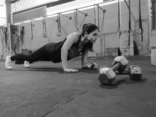 Con tan sólo cinco ejercicios, esta rápida rutina de brazos con pesas te permitirá fortalecer y lucirlos al máximo.