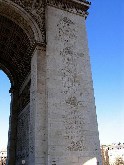 """""""Heilsberg 1807"""" - Na Łuku Triumfalnym w Paryżu (Francja) znajduje się nazwa naszej miejscowości wśród innych miast, pod którymi cesarz Napoleon stoczył swoje bitwy."""
