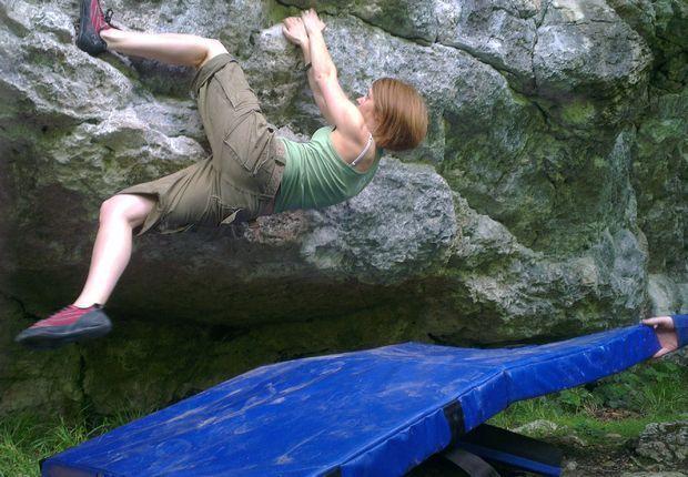 How to make a bouldering crash pad - Instructables.com