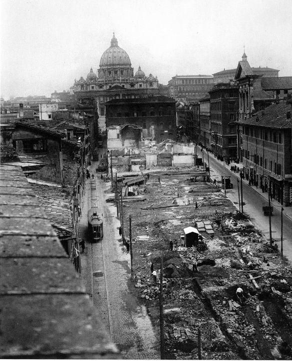 """Via della Conciliazione, sventramento della """"Spina di Borgo"""". Si apra la futura via della Conciliazione. 8 Marzo, 1937. Fotografo, Adolfo Porry Pastorel."""