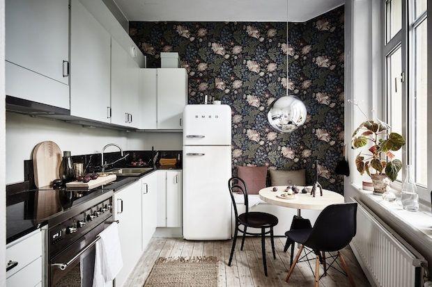 Beautiful kitchen with interesting wallpaper - Scandinavian interior design