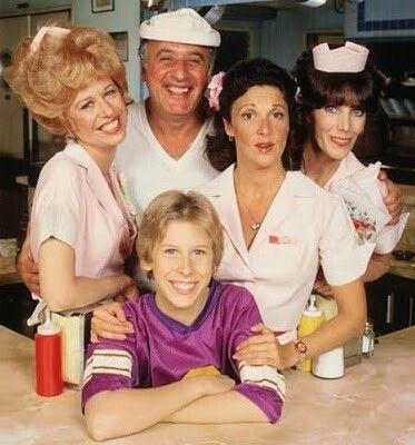 Aliceè una sitcom americana trasmessa negli USA dalla CBS tra il 31 agosto 1976 ed il 2 luglio 1985 interpretata daLinda Lavinnel ruolo di Alice.