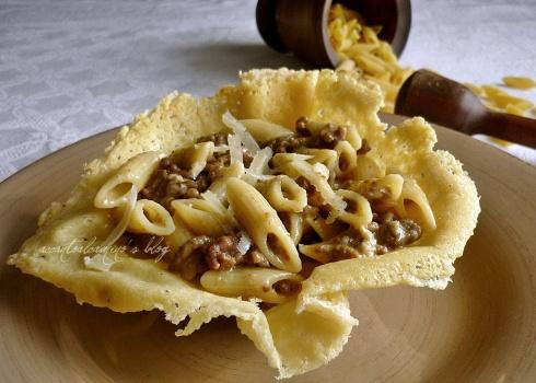 Pastesùte cu' la cjâr di purcìt (pasta con ragù di maiale)