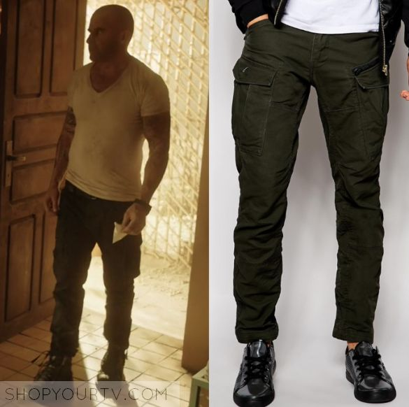 """Prison Break: Season 5 Episode 2 Lincoln's Black Cargo Pants   Shop Your TV Lincoln Burrows (Dominic Purcell) wears these slim fit pocket cargo pants in this episode of Prison Break, """"Kaniel Outis"""".  They are the G Star Rovic Slip Pants."""
