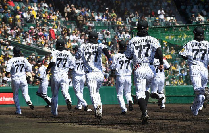 <星野さん追悼試合>阪神vs中日 全員が特別ユニホームで