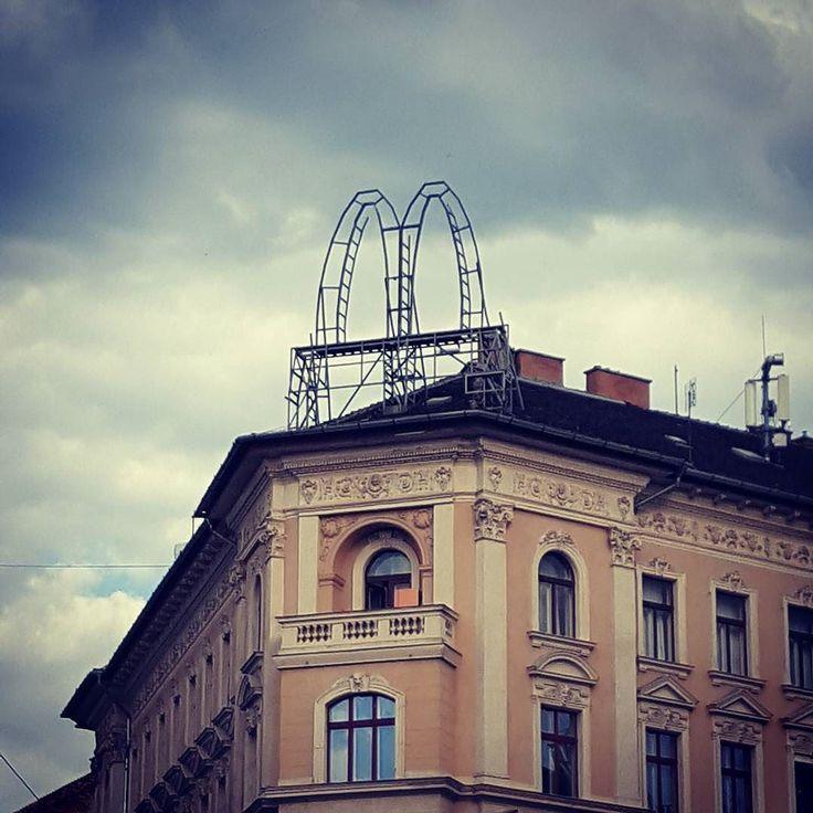 Viharfelhők az m felett #csudapest #budapest #nyolcker #jozsefvaros #welovebudapest #budapestagram #hungary #momentsinbudapest #mindekozben #budapeststreets #mcdonalds #meki