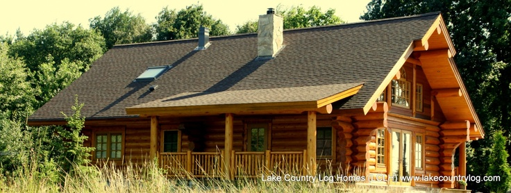 www.lakecountrylog.com Handcrafted Western Red Cedar Scribe Fit Stacked Log Cabin Home