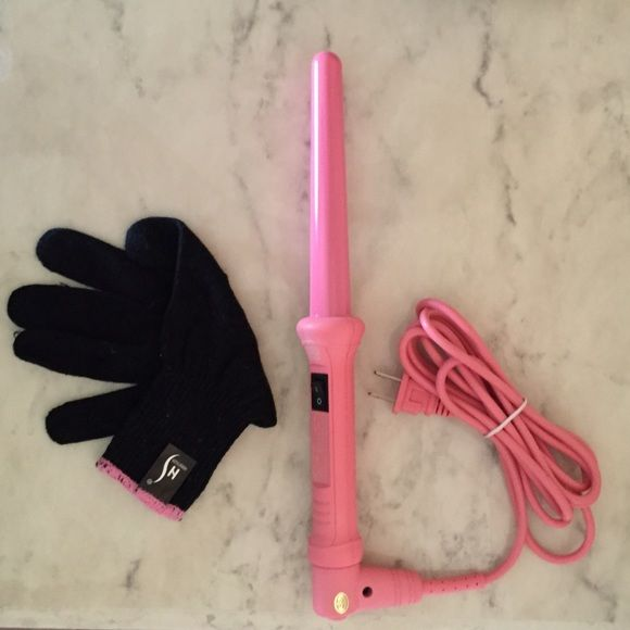 Wand curler Herstyler lightweight wand curler comes with glove. Never used. Herstyler Other