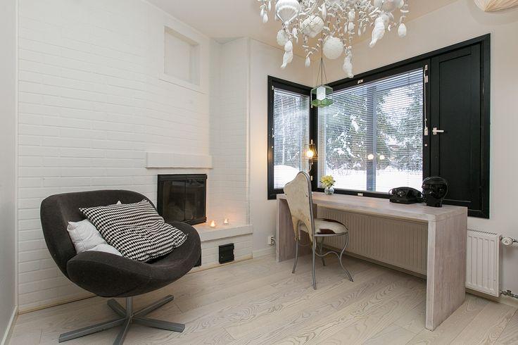 Timberwise Ash parquet Classic Snowwhite in private home in Oulu, Finland. Pics by Aurea LKV, Oulu.  Timberwise Saarniparketti Classic Snowwhite omakotitalossa Oulussa. Kuvat Aurea LKV, Oulu.