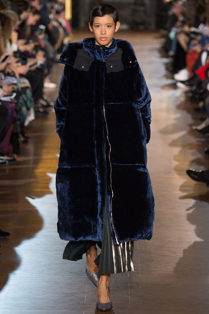 Stella McCartney Fall 2016 Ready-to-Wear Fashion Show  http://www.theclosetfeminist.ca/   http://www.vogue.com/fashion-shows/fall-2016-ready-to-wear/stella-mccartney/slideshow/collection#40