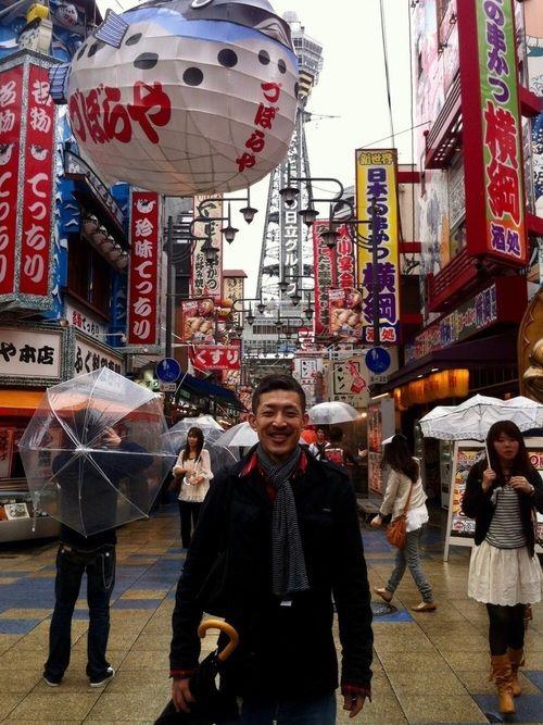 大阪新世界、圧巻の看板群! / Makoto Ogasawara|Robert P.Millerのマフラー・ショールを使ったコーディネート - WEAR