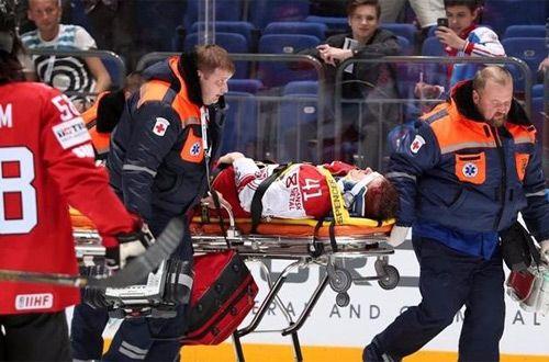 Во время матча чемпионата мира в России «вырубили» хоккеиста (видео)