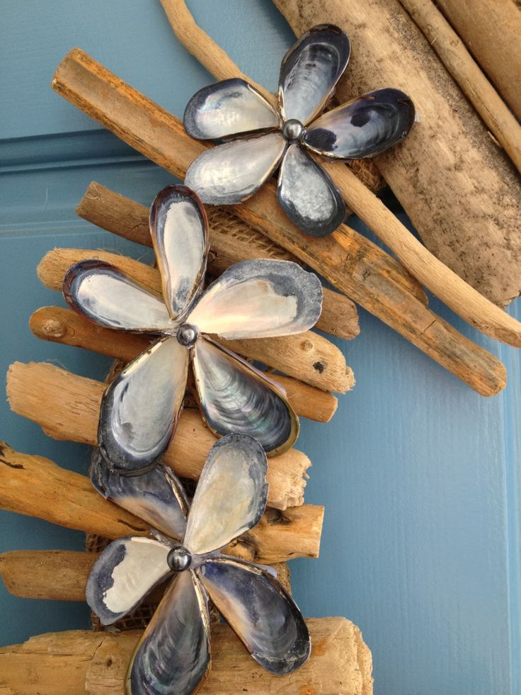 DIY Driftwood and Seashell Wreath.