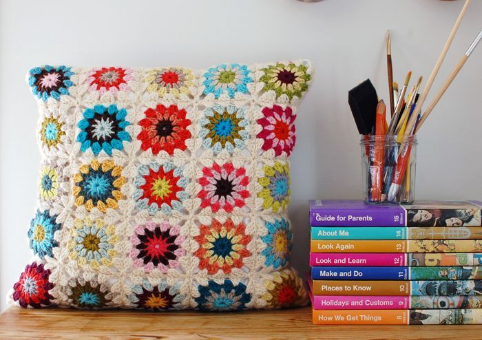 A granny square with a circle center - tutorialIdeas, Tutorials, Crochet Projects, Crochet Granny Squares, Pattern, Circles Center, Crochet Pillow, Squares Pillows, Crafts