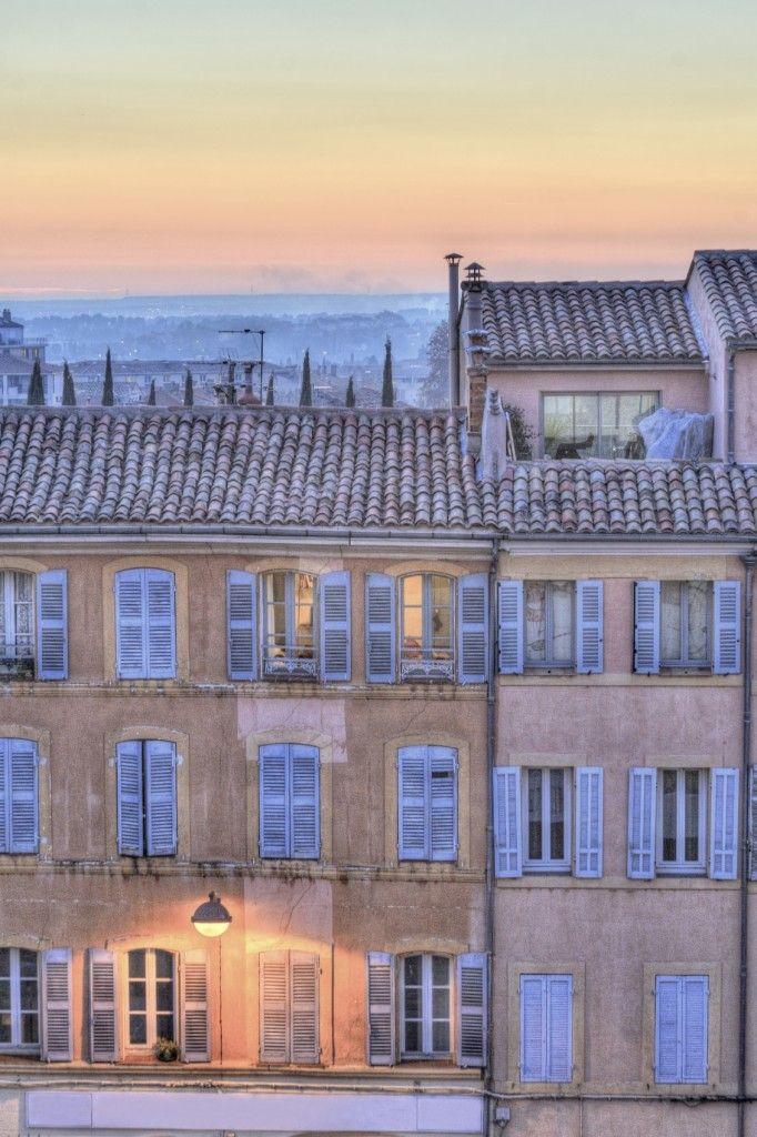 Cette charmante #maison en plein coeur d'#Aix-en-Provence vaut le détour... #crépuscule