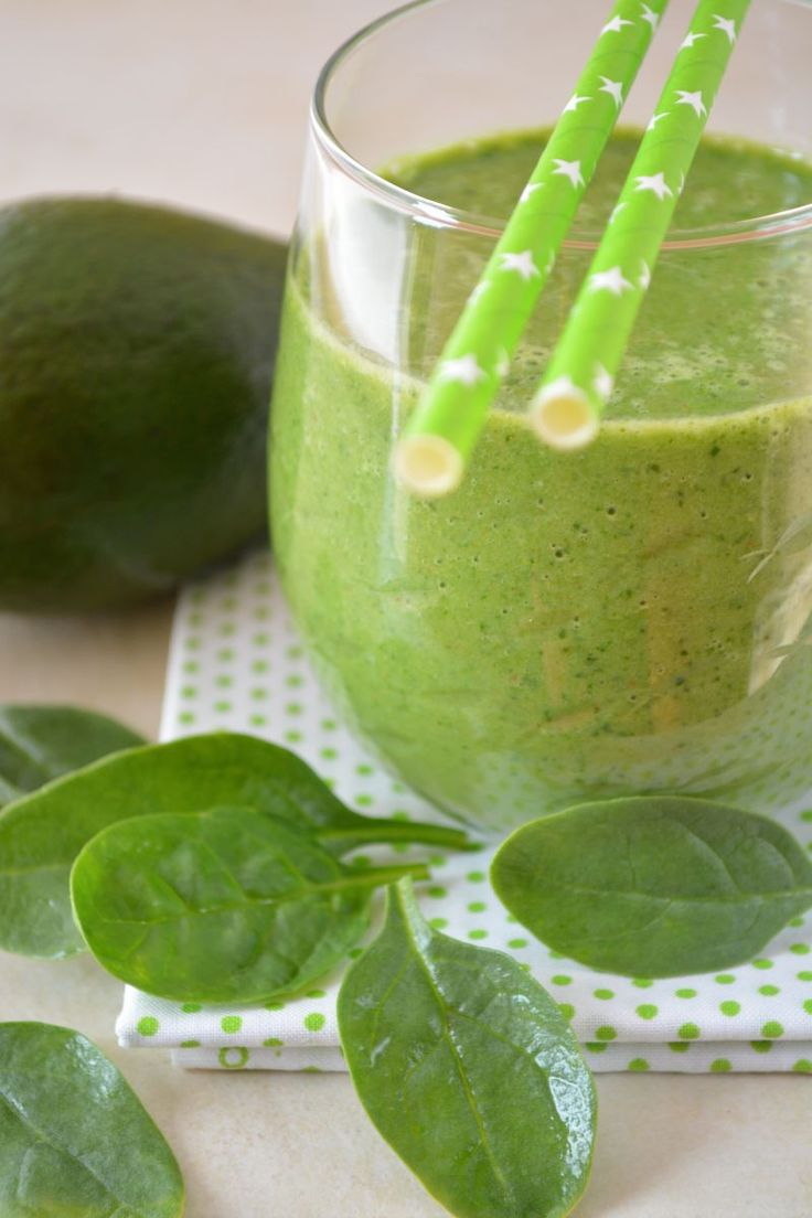 Weight Loss Smoothies - Green Smoothie recipe:  Mix: 200 ml kefir or plain yoghurt 1,5 % fat content, ½ small ripe avocado, 1 tablespoon of lemon juice, 1 tablespoon of chopped parsley, 1 tablespoon of oat bran