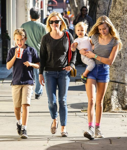 Reese Witherspoon with the kids
