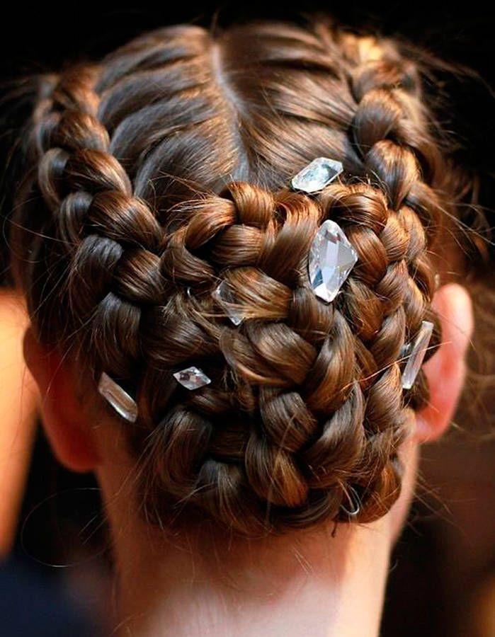Coiffure tressée rock - 20 coiffures tressées pour passer l'automne en beauté - Elle