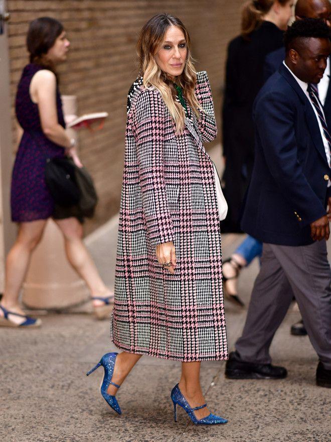 Платье пальто: 7 стильных идей от Сары Джессики Паркер, которая выглядит круто не только на экране изоражения