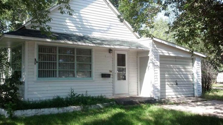 This 2 bed 1 bath home is located in Kenmare ND. Great