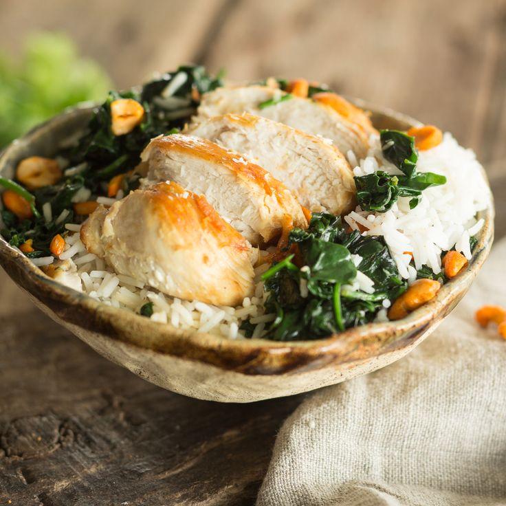 Kokos und Curry - dazu die Aromen von Koriander und Limette. Und der Crunch von Erdnüssen. Eine exotische Reise in die Küche Indiens.